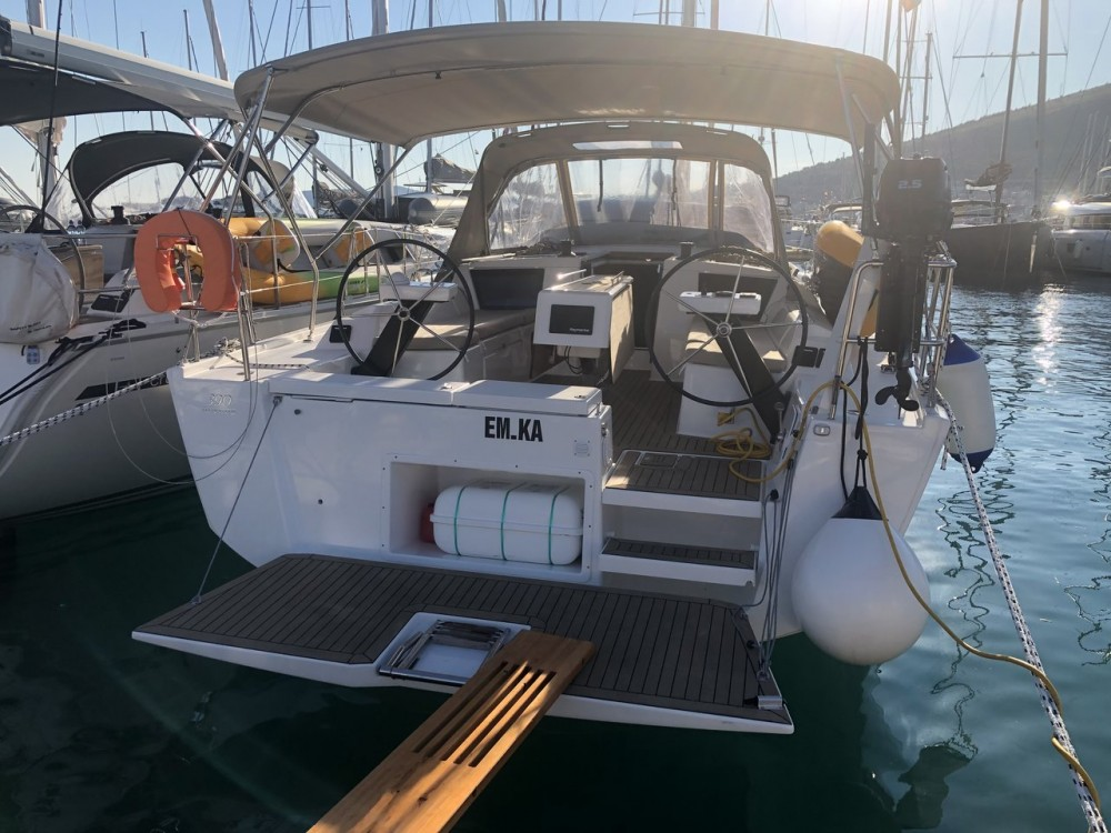 Location yacht à Seget Donji - Dufour Dufour 390 GL sur SamBoat