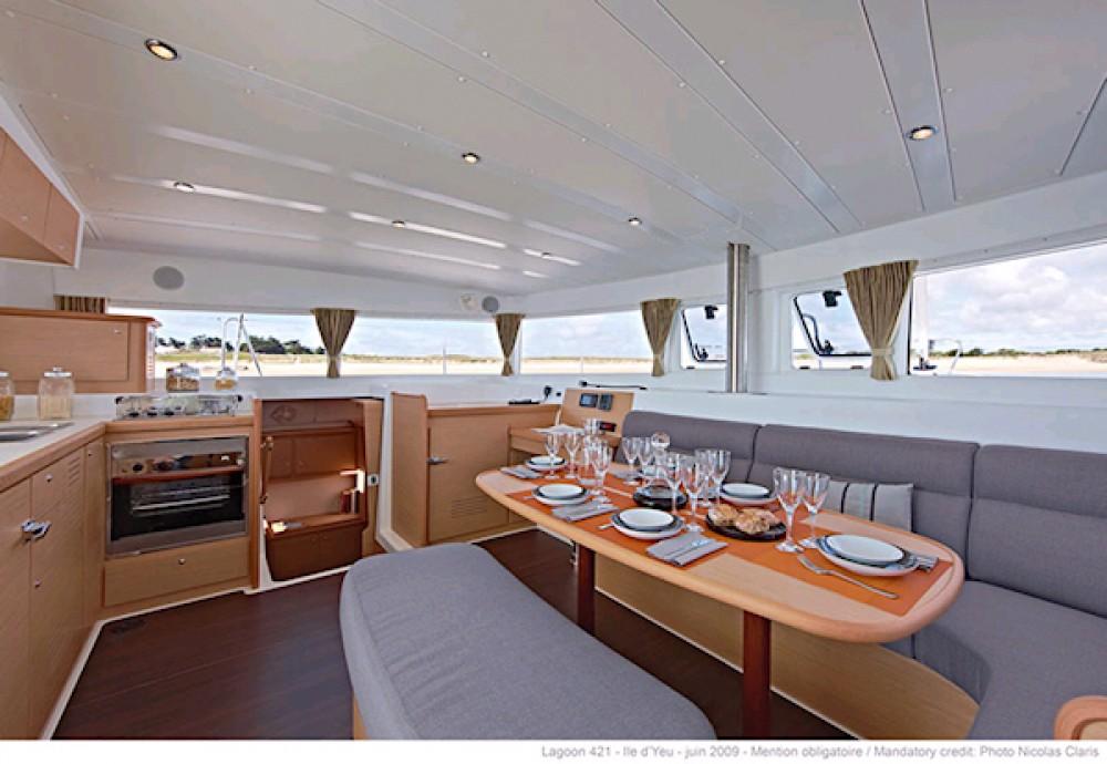 Location bateau Leucade pas cher Lagoon 42 - 4 + 2 cab.