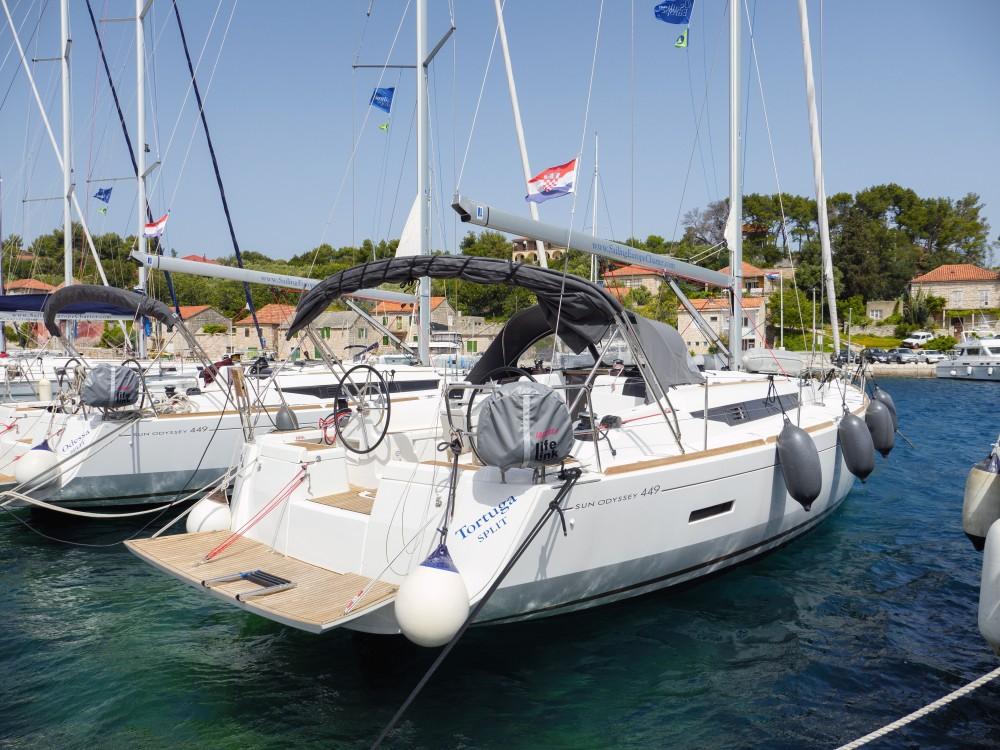 Location bateau Jeanneau Sun Odyssey 449 à Rogač sur Samboat