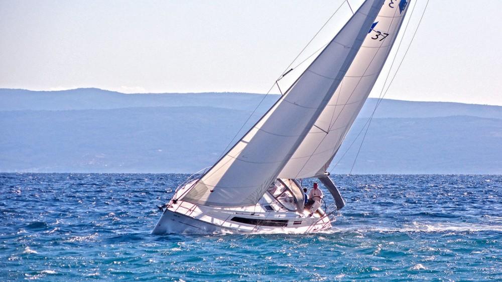 Louez un Bavaria Cruiser 37 à Split