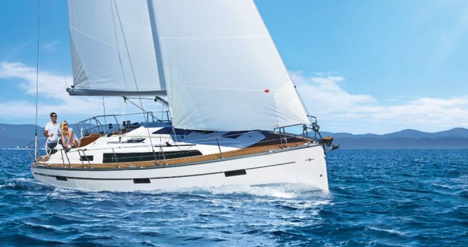 Louez un Bavaria Cruiser 37 à Lefkada (Île)