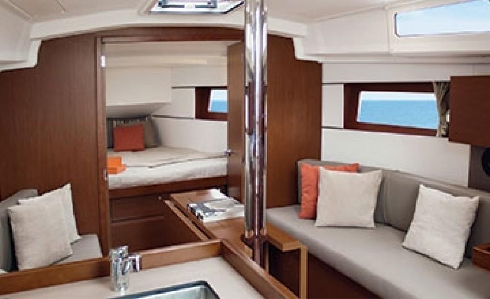 Location bateau Peloponnese pas cher Oceanis 38.1