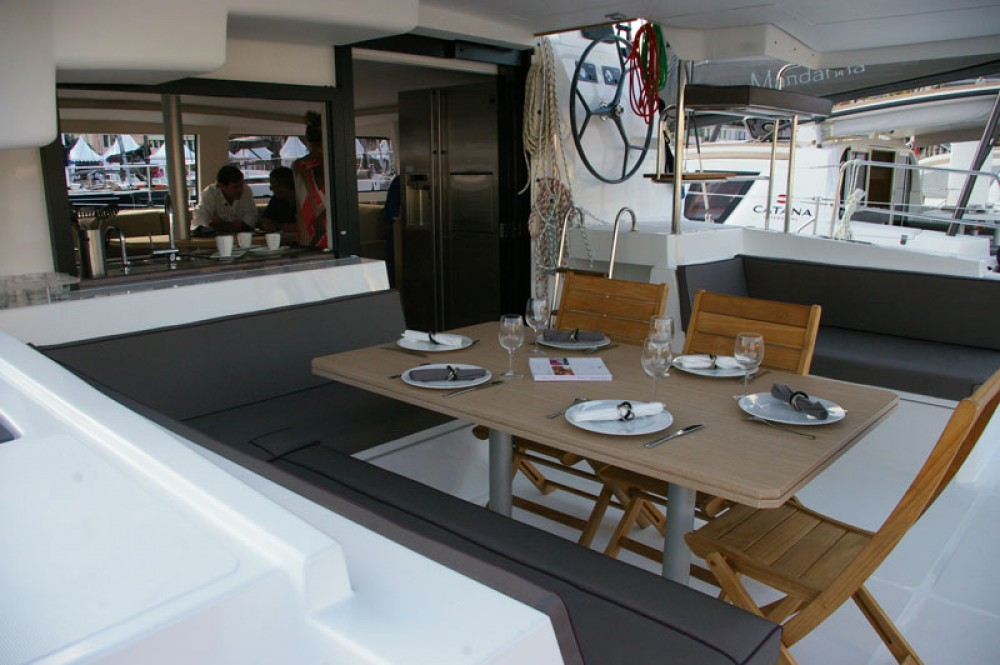 Location bateau Catana Bali 4.5 à Le Marin sur Samboat