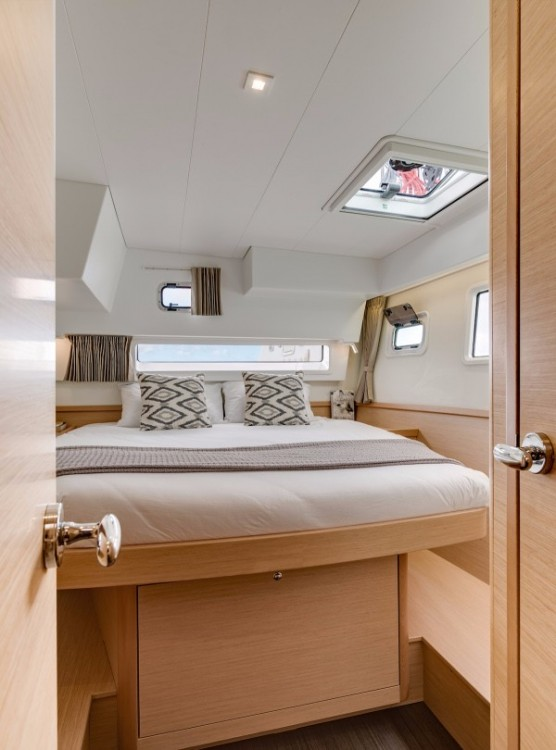 Location bateau Arnos Vale pas cher Lagoon 42