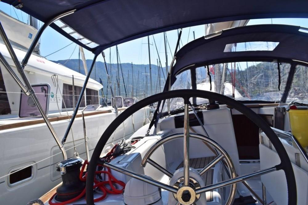 Location bateau Jeanneau Sun Odyssey 419 à Baie Sainte Anne sur Samboat
