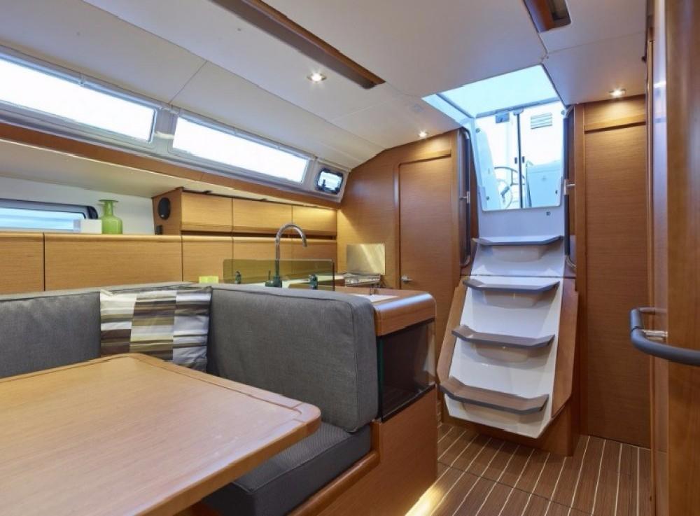 Location bateau Baie Sainte Anne pas cher Sun Odyssey 419