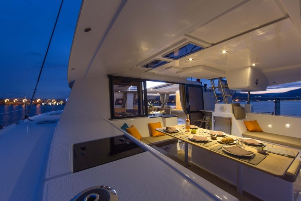 Location Catamaran à Baie Sainte Anne - Fountaine Pajot Helia 44