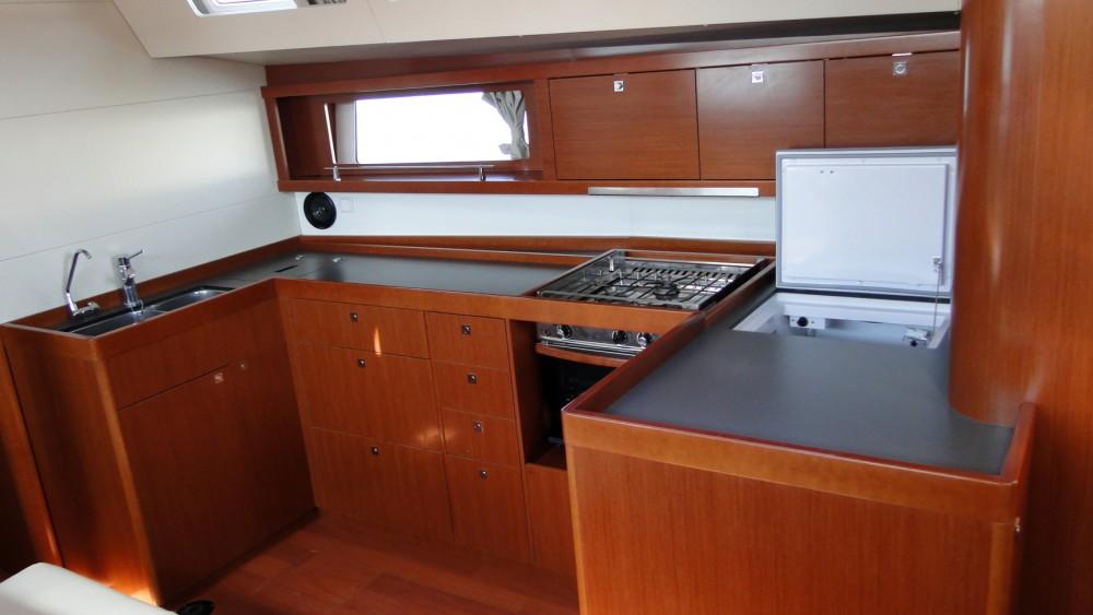 Bénéteau Oceanis 48 entre particuliers et professionnel à Naples