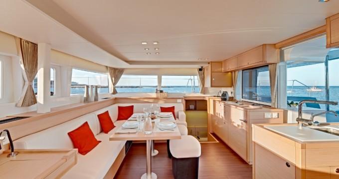 Location bateau Athènes pas cher Lagoon 450 F