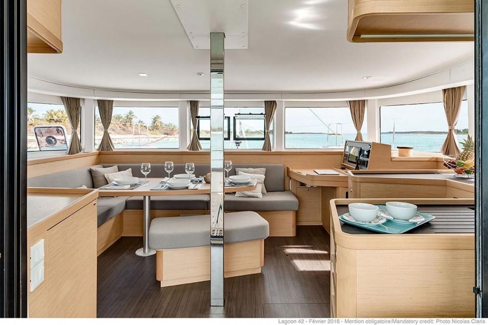 Location bateau Peloponnese pas cher Lagoon 42