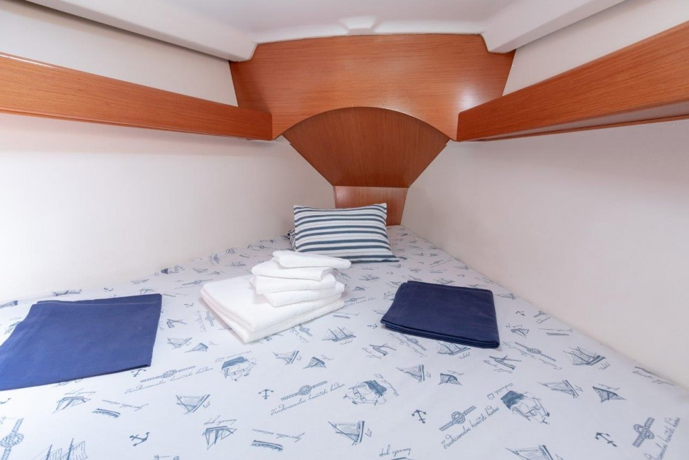 Location bateau Bénéteau Cyclades 43.4 (2007) new full batten mainsail and dinghy 2012, bimini 2013, new genoa 2017, new upholstery 2017 à Spalato sur Samboat