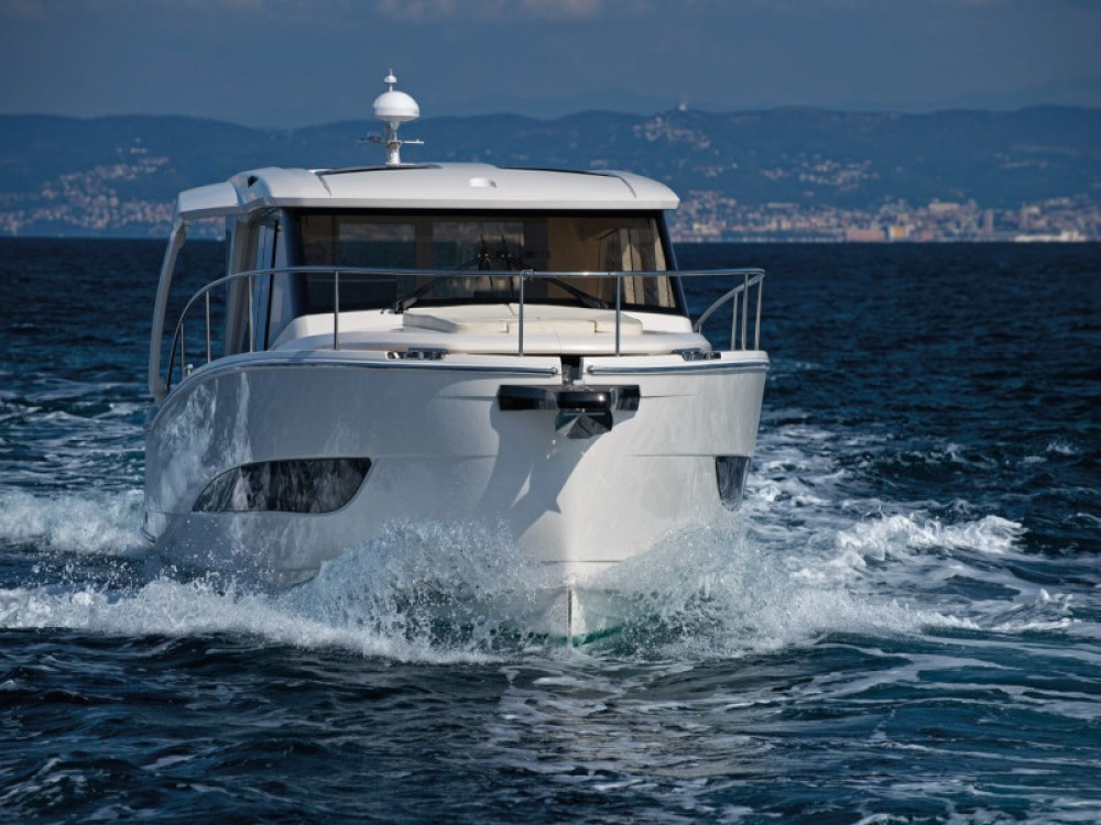 Louer Bateau à moteur avec ou sans skipper Greenline à Grad Zadar