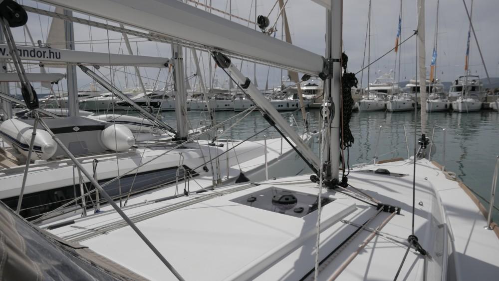 Jeanneau Sun Odyssey 349 entre particuliers et professionnel à Marina Kaštela