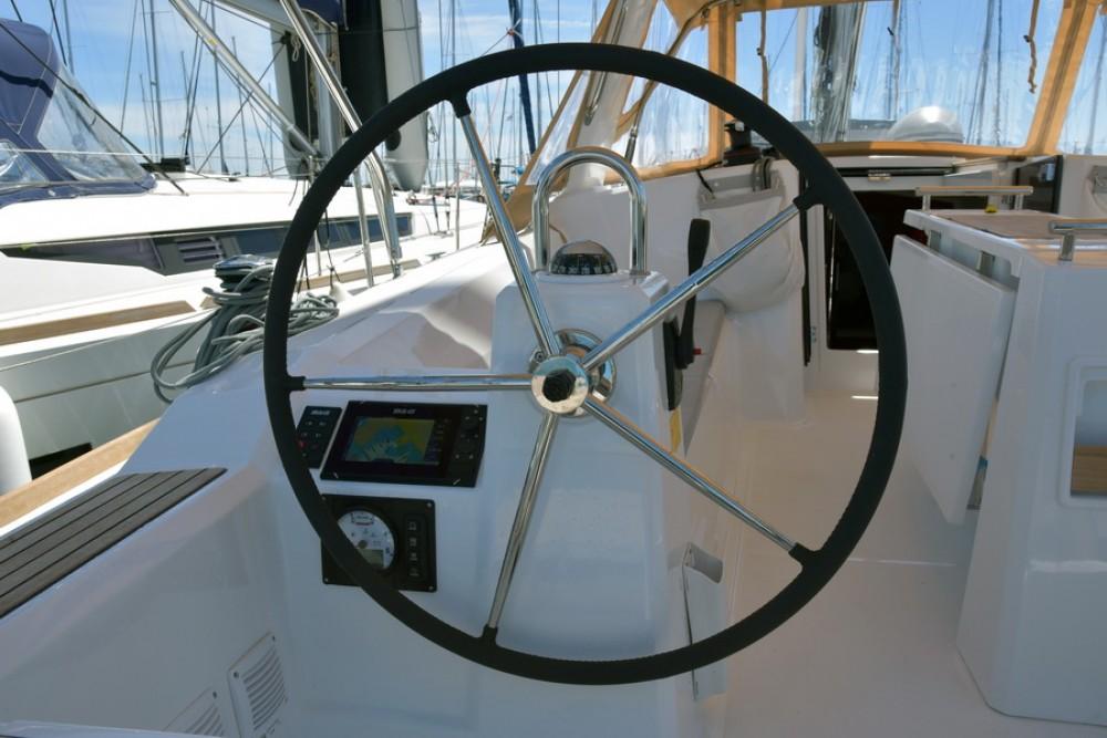 Location bateau Bénéteau Oceanis 38 à Laurion sur Samboat