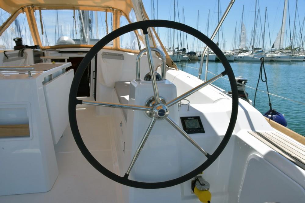 Location bateau Laurion pas cher Oceanis 38