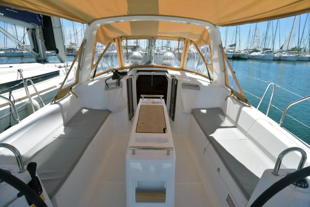 Location yacht à Laurion - Bénéteau Oceanis 38 sur SamBoat