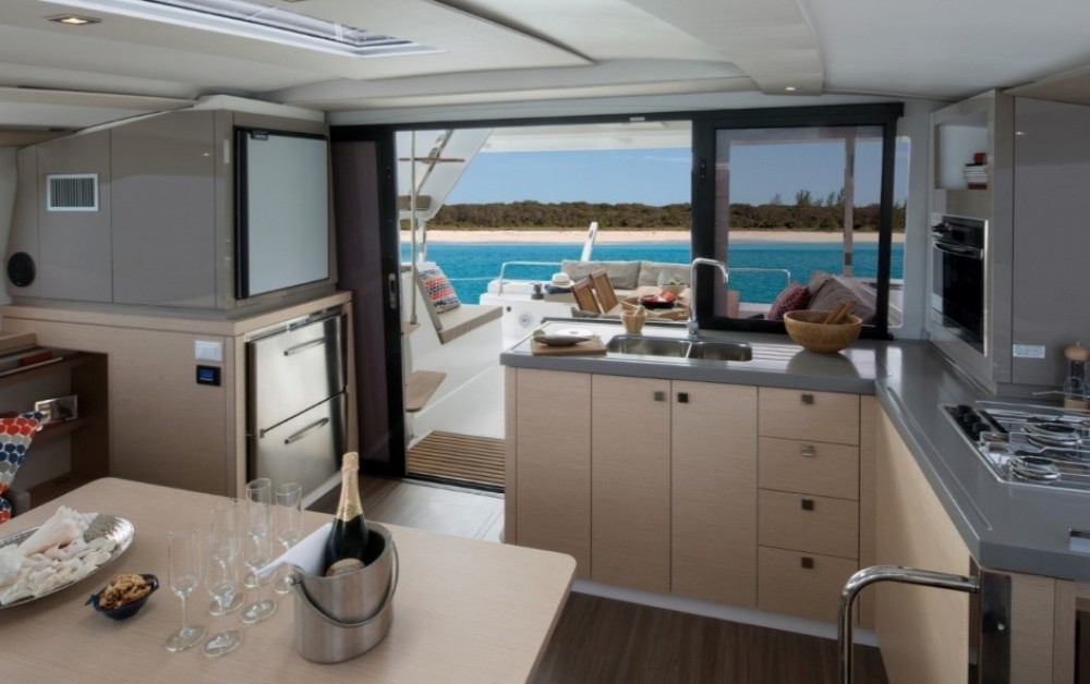 Louez un Fountaine Pajot Fountaine Pajot à Καλαφατιώνες