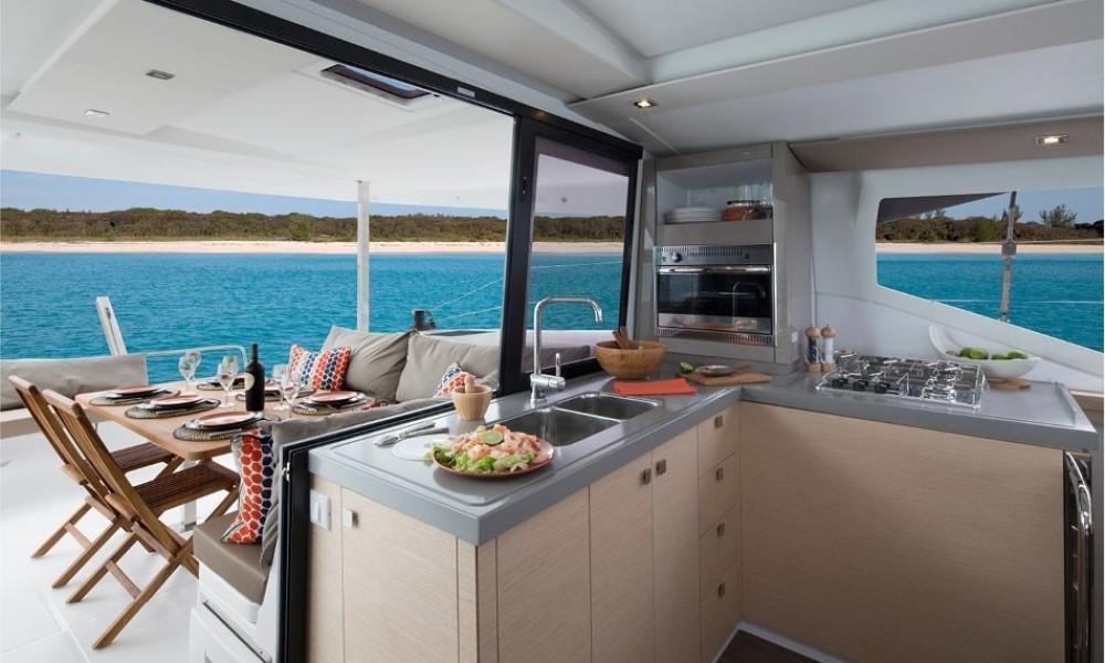 Catamaran à louer à Tourlos au meilleur prix