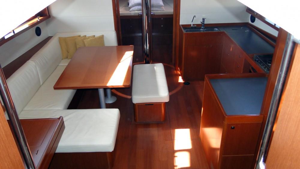 Bénéteau Oceanis 48 entre particuliers et professionnel à Trogir