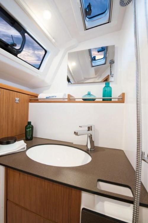 Louez un Bavaria Bavaria Cruiser 37 - 2 cab. à Trogir