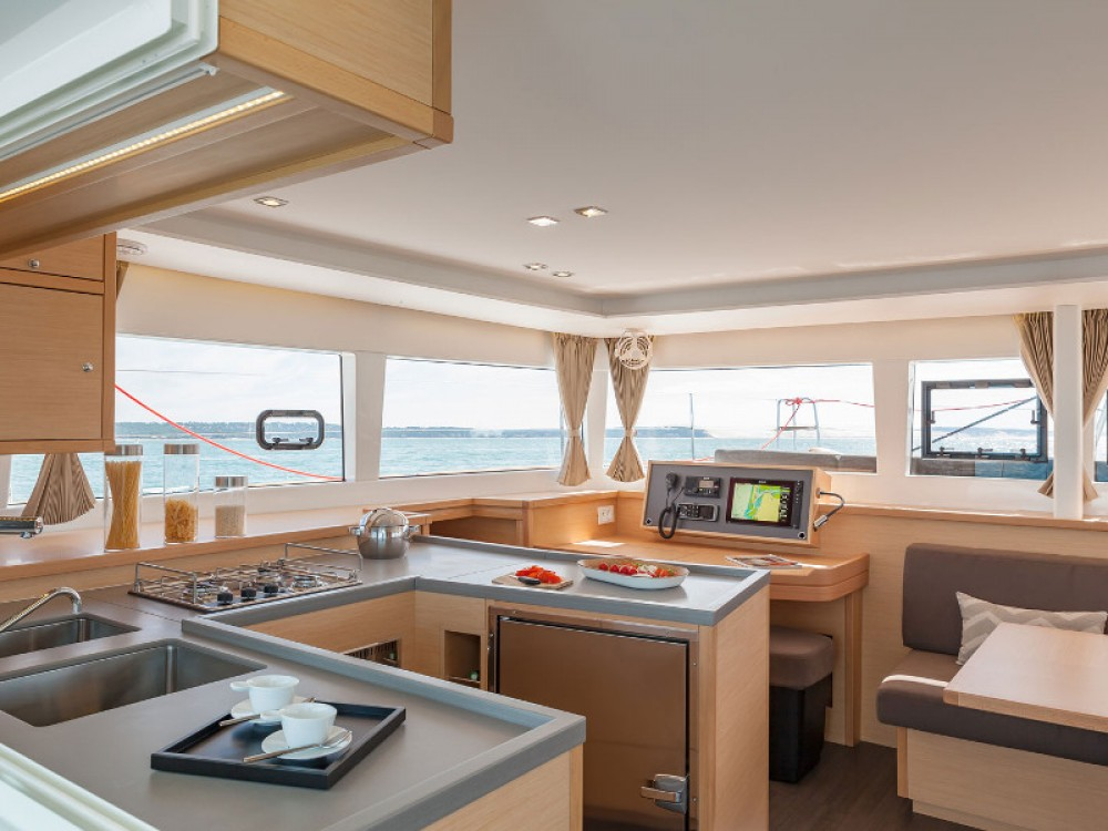 Location bateau Victoria pas cher Lagoon 450S