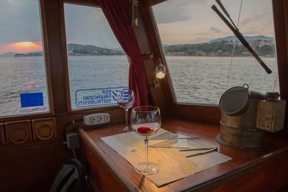 Classsic dalmatian boat entre particuliers et professionnel à Split