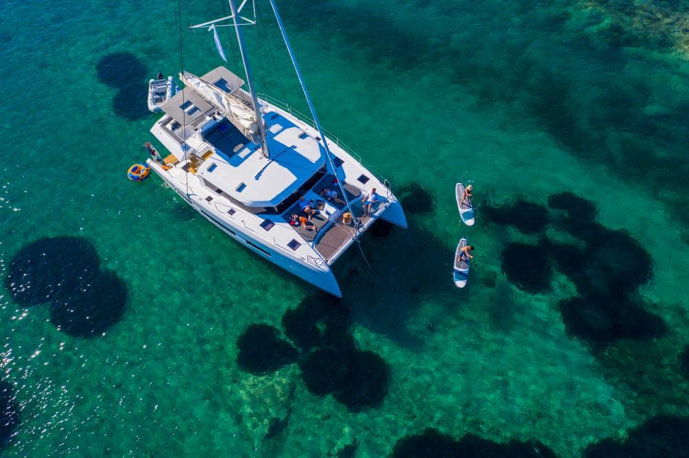 Location bateau Leucade pas cher Dufour 48 Catamaran