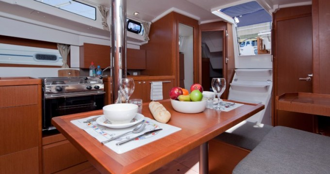Location yacht à Barcelone - Bénéteau Oceanis 38 sur SamBoat