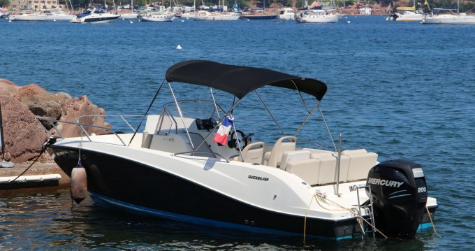 Location bateau Agay pas cher Activ 675 Open