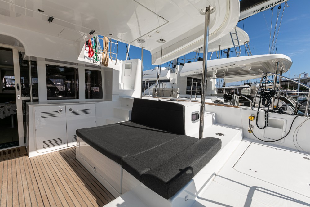 Lagoon Lagoon 450 F (2019) equipped with generator, A/C (saloon+cabins), water maker, dishwasher, ice maker, bow truster entre particuliers et professionnel à Split