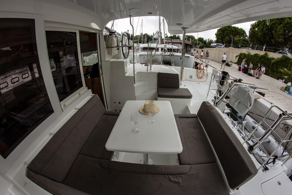Location bateau Lagoon Lagoon 39 (2014) à Spalato sur Samboat