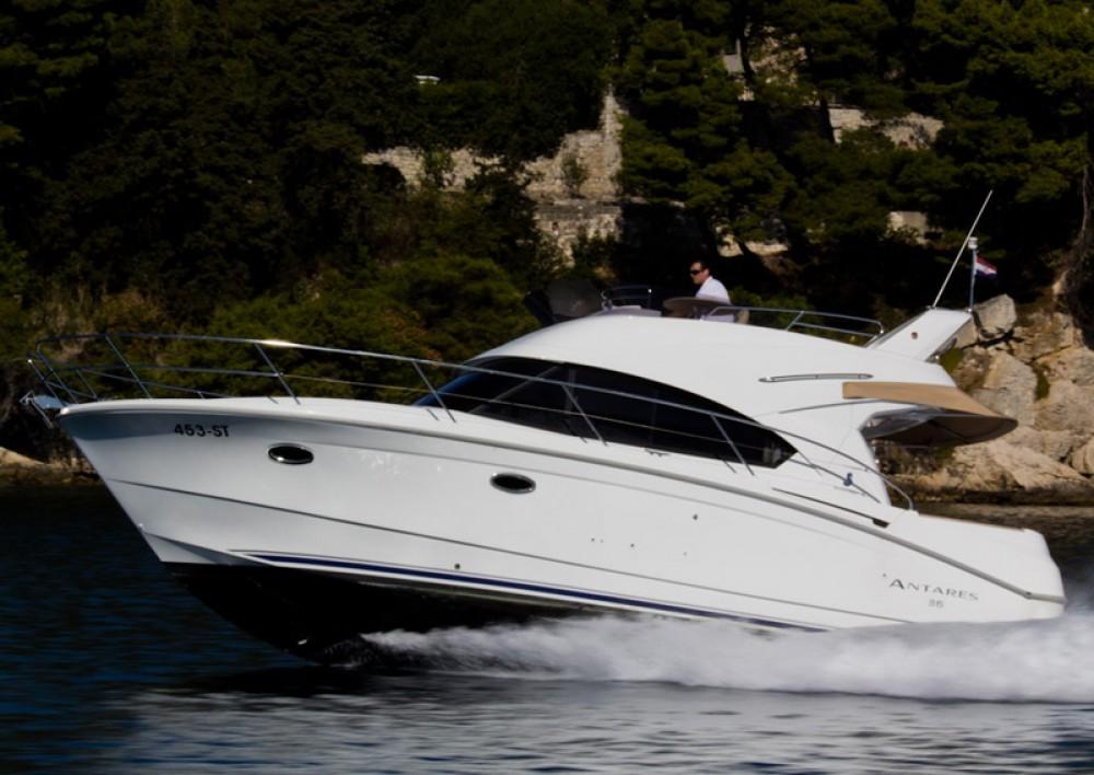 Louer Bateau à moteur avec ou sans skipper Bénéteau à Split