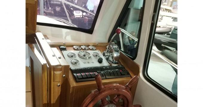 Bateau à moteur à louer à Keramotí au meilleur prix
