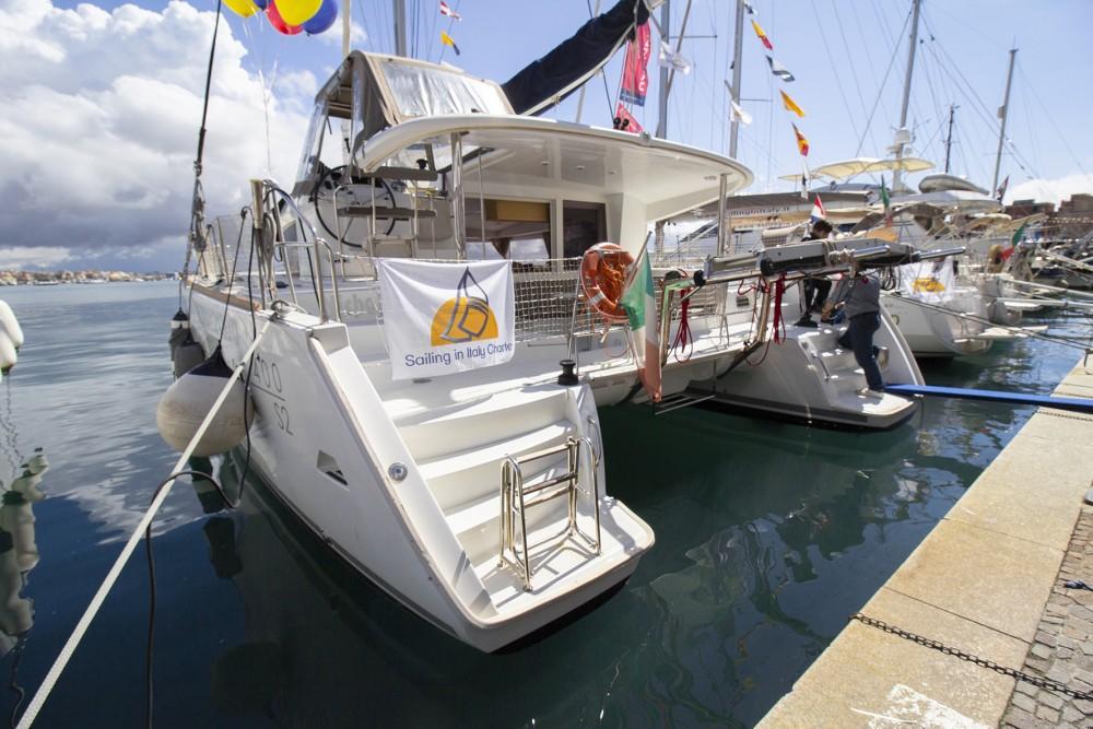 Catamaran à louer à Marina d'Arechi au meilleur prix