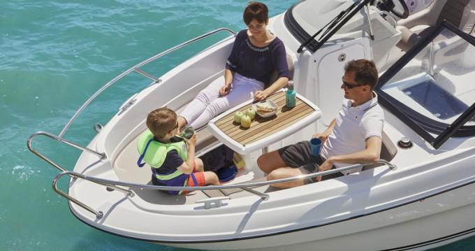 Location yacht à La Forêt-Fouesnant - Jeanneau Cap Camarat 6.5 BR Serie 2 sur SamBoat