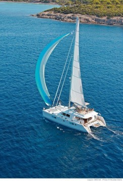 Louer Catamaran avec ou sans skipper Lagoon à Lávrio