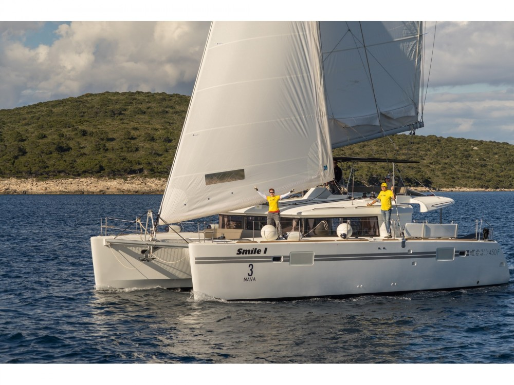 Location bateau Lagoon Lagoon 450 (2016) equipped with generator, A/C (saloon+cabins), ice maker à Spalato sur Samboat