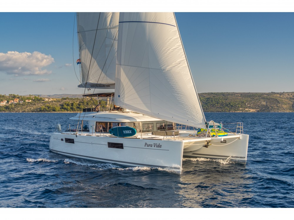 Lagoon Lagoon 560 S2 (2016) equipped with generator, AC (saloon+cabins), water maker, ice maker, microwave oven, dishwasher, underwater lights, 2 X S.U.P. , water ski & tube, 8 snorkel. sets entre particuliers et professionnel à Spalato