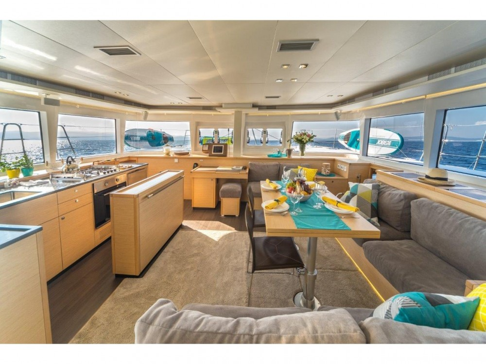 Location bateau Spalato pas cher Lagoon 560 S2 (2016) equipped with generator, AC (saloon+cabins), water maker, ice maker, microwave oven, dishwasher, underwater lights, 2 X S.U.P. , water ski & tube, 8 snorkel. sets