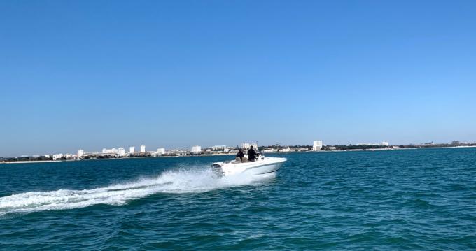 Location yacht à La Rochelle - B2 Marine Cap Ferret 652 Day Cruiser sur SamBoat