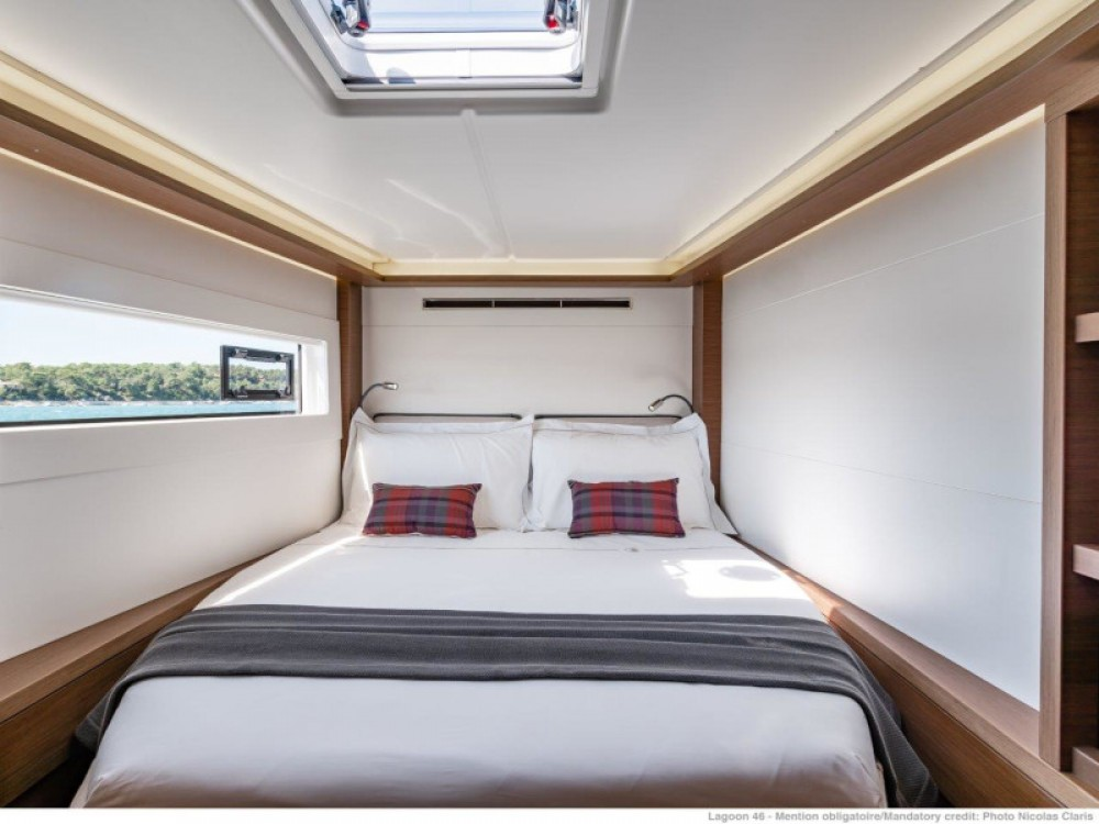 Location bateau Lagoon Lagoon 46 (2020) equipped with generator, A/C (saloon+cabins), ice maker, microwave oven, dishwasher à Split sur Samboat