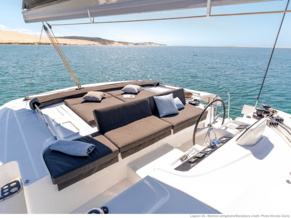Lagoon Lagoon 46 (2020) equipped with generator, A/C (saloon+cabins), ice maker, microwave oven, dishwasher entre particuliers et professionnel à Split