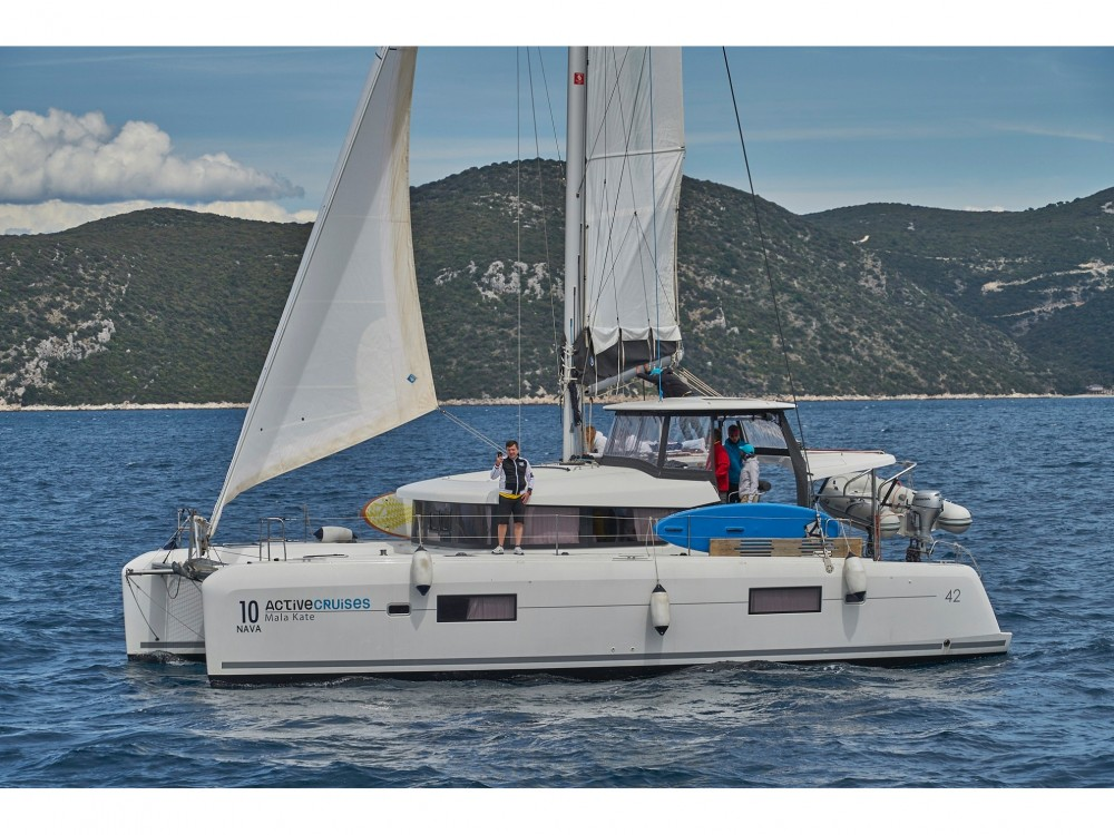 Louez un Lagoon Lagoon 42 (2017) MALA KATE equipped with generator, A/C (saloon) à Split