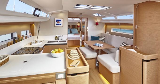 Location bateau Jeanneau Sun Odyssey 440 à Veruda sur Samboat