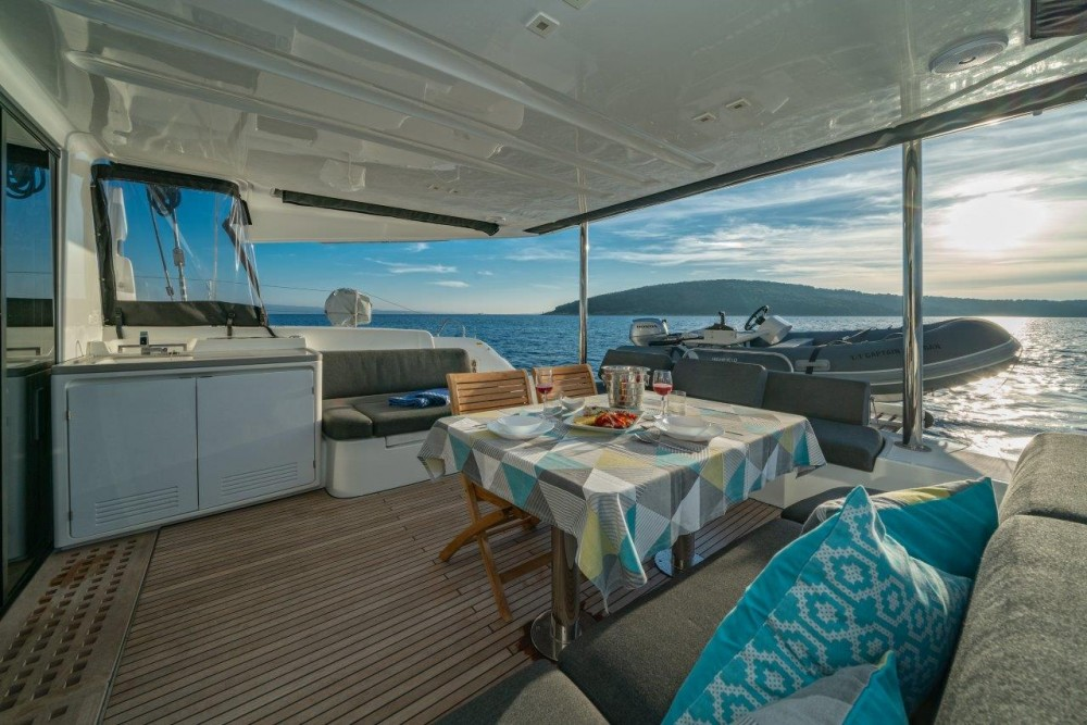 Location bateau Split pas cher Lagoon 50 (2018)equipped with airconditioning (saloon + cabins), generator, watermaker, ice maker, dishwasher, washer/dryer, 2 SUP