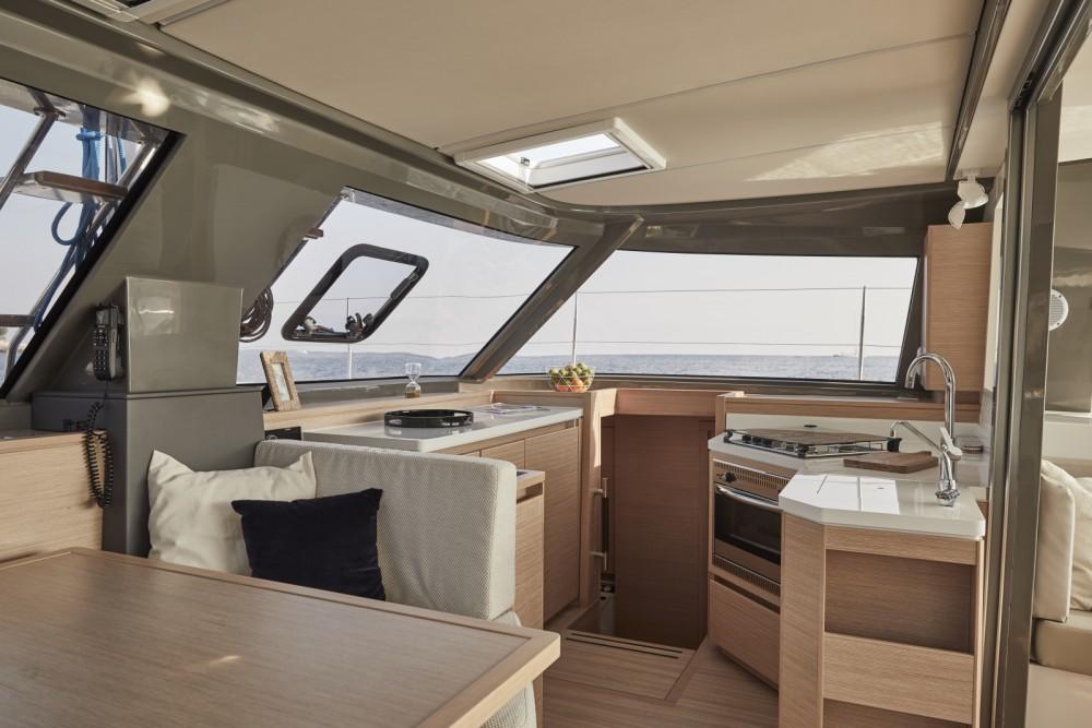 Location bateau Castelldefels pas cher Nautitech 40