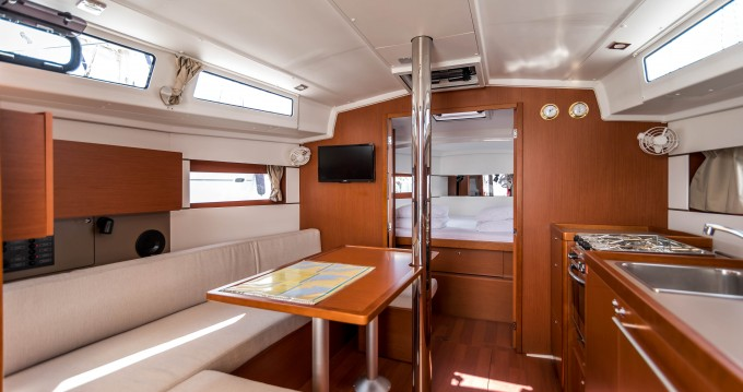 Location yacht à Veruda - Bénéteau Oceanis 38.1 sur SamBoat