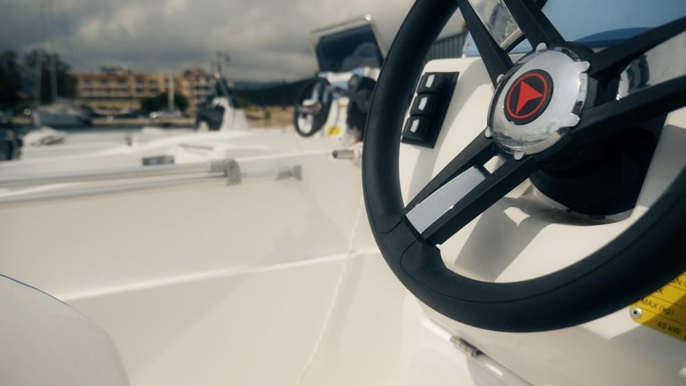 Bateau à moteur à louer à Péloponnèse, Grèce occidentale et Îles Ioniennes au meilleur prix