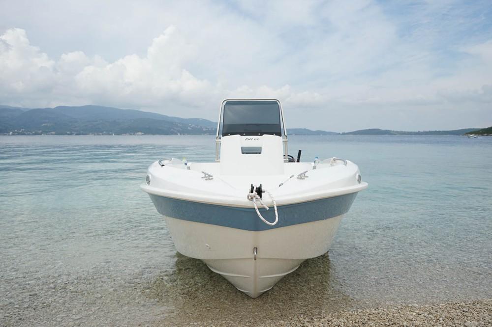 Louez un compass 150cc à Péloponnèse, Grèce occidentale et Îles Ioniennes