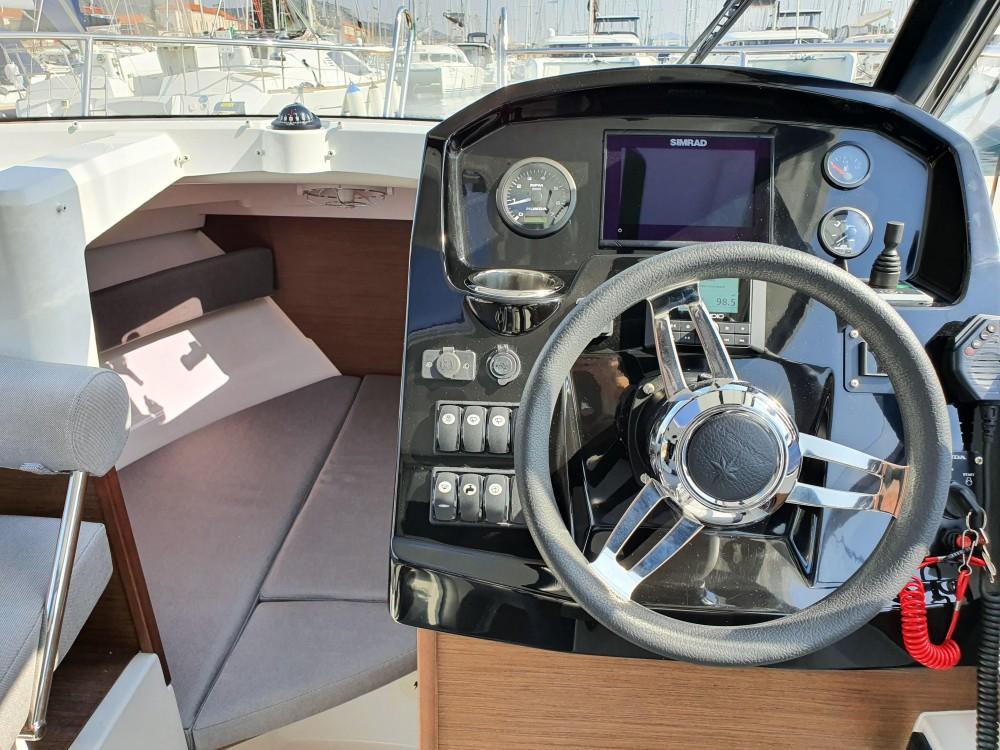 Louer Bateau à moteur avec ou sans skipper Jeanneau à Šibenik
